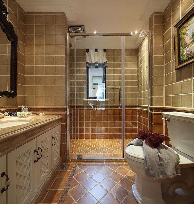 卫生间安装玻璃墙面好不好卫生间使用玻璃隔断有什么好处【热点生活】